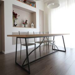 Tavolo Country Moderno: Sala da pranzo in stile  di JFD - Juri Favilli Design