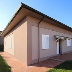Villetta in Campagna Toscana : Casa di campagna in stile  di JFD - Juri Favilli Design