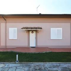 Villa Toscana: Casa di campagna in stile  di JFD - Juri Favilli Design