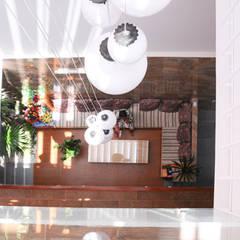 Thiết Kế Nhà Ống 3 Tầng Hướng Nội, Chan Hòa Với Thiên Nhiên:  Hiên, sân thượng by Công ty TNHH Xây Dựng TM – DV Song Phát