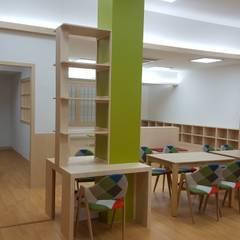 책 향기 가득할 공간: 담음건축디자인주식회사의  서재 & 사무실,러스틱 (Rustic) MDF