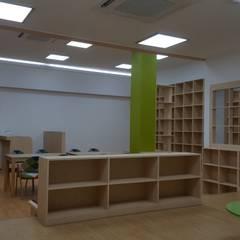책 향기 가득할 공간: 담음건축디자인주식회사의  서재 & 사무실,러스틱 (Rustic) 우드 우드 그레인