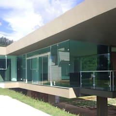 Vista dos caixilhos das salas: Janelas   por ODVO Arquitetura e Urbanismo