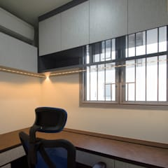 Study Room:  Study/office by Designer House