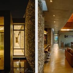 modern lodge:  Corridor & hallway by drew architects + interiors