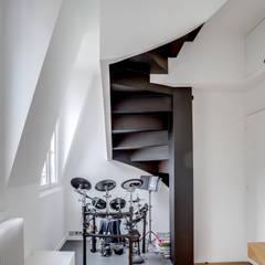 PARIS 2: Chambre d'adolescent de style  par BMA