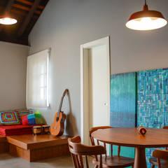 Residência KES: Salas multimídia  por Bloco Z Arquitetura