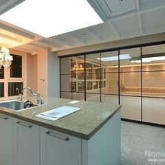 Sala da pranzo in stile  di 노마드디자인 / Nomad design