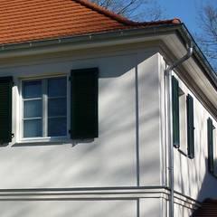 Fassadenelemente, Lisenen, Gurtgesims, Dachgesims:  Villa von SCHOß INGENIEUR GmbH