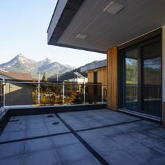 경함재 (景椷齋) : 풍경을 담은 집: 위즈스케일디자인의  베란다,모던 우드 우드 그레인