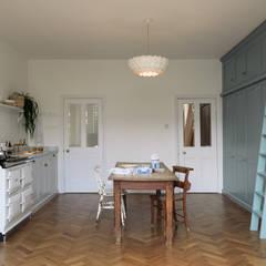 The Strawberry Hill Kitchen by deVOL:  Kitchen units by deVOL Kitchens
