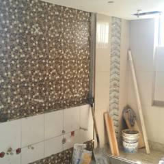 baño principal - acabados paredes: Baños de estilo  por Arquigrafic, c.a.