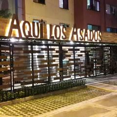 Restaurante Aquí los Asados: Locales gastronómicos de estilo  por EXPERIMENTAL ARQUITECTOS S.A.S, Industrial