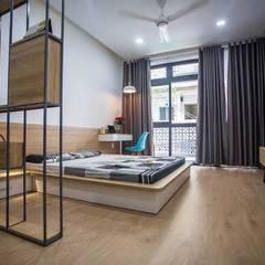 Nhà Ống 3 Tầng 1 Tum Với Thiết Kế Giếng Trời Tuyệt Đẹp:  Phòng ngủ by Công ty TNHH Xây Dựng TM – DV Song Phát