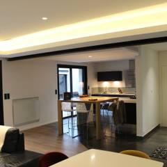 Comme à l'Hôtel: Cuisine de style  par AM architecture