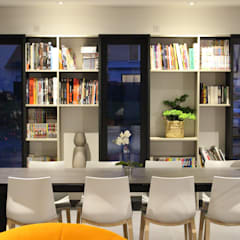 Cadre Urbain: Couloir et hall d'entrée de style  par AM architecture