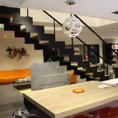 Cadre Urbain: Escalier de style  par AM architecture