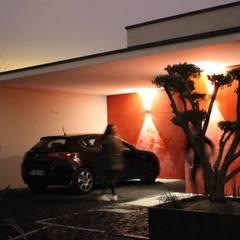 Cadre Urbain: Garage / Hangar de style  par AM architecture