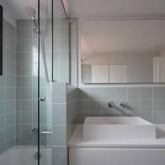 Baño Principal: Baños de estilo  de Abrils Studio