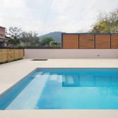مسبح حديقة تنفيذ Abrils Studio