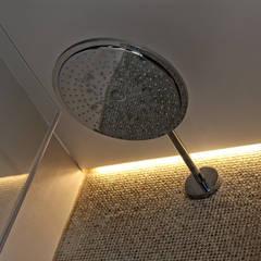 Kunststof Gietvloer als Basis voor een Minimalistisch Interieur :  Badkamer door Motion Gietvloeren