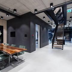 Cementgebonden Gietvloer in Huizen:  Gezondheidscentra door Motion Gietvloeren