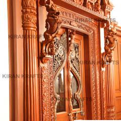 Portas de madeira  por Kiran Enterprises