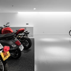 Nhà để xe/Nhà kho by PAULO MARTINS ARQ&DESIGN