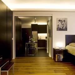 Healthy Garden:  Bedroom by Clifton Leung Design Workshop