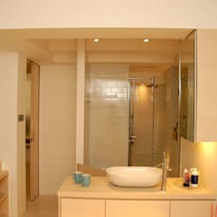Park Towers:  Bathroom by Clifton Leung Design Workshop