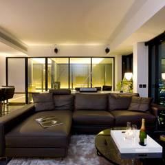 The Harbour Side: modern Living room by Clifton Leung Design Workshop