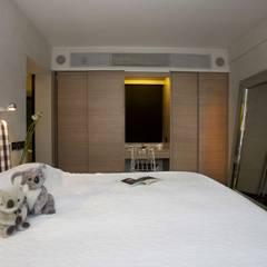The Harbour Side:  Bedroom by Clifton Leung Design Workshop
