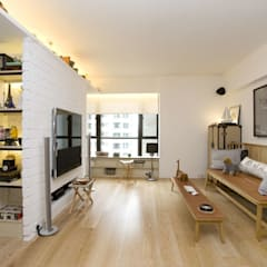 Vantage Park:  Living room by Clifton Leung Design Workshop