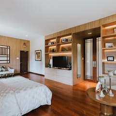 II House:  Bedroom by Living Innovations Design Unlimited, Inc.,