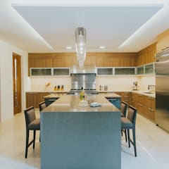 D House: eclectic Kitchen by Living Innovations Design Unlimited, Inc.