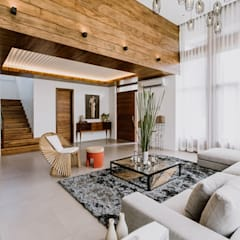 RT House:  Living room by Living Innovations Design Unlimited, Inc.,