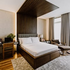RT House:  Bedroom by Living Innovations Design Unlimited, Inc.,