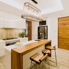 RT House:  Kitchen by Living Innovations Design Unlimited, Inc.,