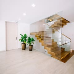 WW House:  Stairs by Living Innovations Design Unlimited, Inc.,