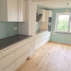 Sanierung und Umbau :  Einbauküche von habes-architektur