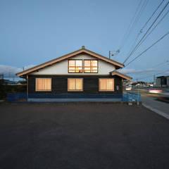 Tường by 水野設計室