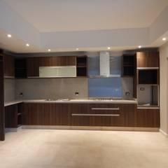 Casa M-25: Cocinas a medida  de estilo  por Estudio D3B Arquitectos