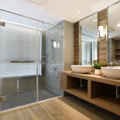 Baños de estilo ecléctico por 喬克諾空間設計