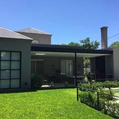 Diseño y Construcción de Casa en Tortugas CC por Estudio Dillon Terzaghi Arquitectura de Estudio Dillon Terzaghi Arquitectura - Pilar Clásico