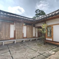 'Hyehwa1938' - korean modern traditional house: 참우리건축의  정원