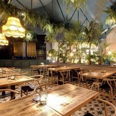 LA BERNARDA: Bares y Clubs de estilo  de DECORACION VINTAGE S.L.