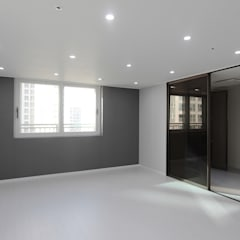 깨끗하고 모던한 분위기의 46평 아파트 인테리어: 홍예디자인의  침실