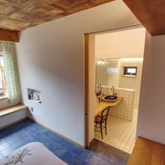 'Hyehwa1938' - korean modern traditional house: 참우리건축의  욕실