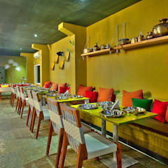 Bars & clubs by Saloni Narayankar Interiors