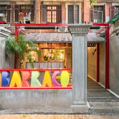 Barraco: Bar & Club in stile  di Q&A Architecture Design Research